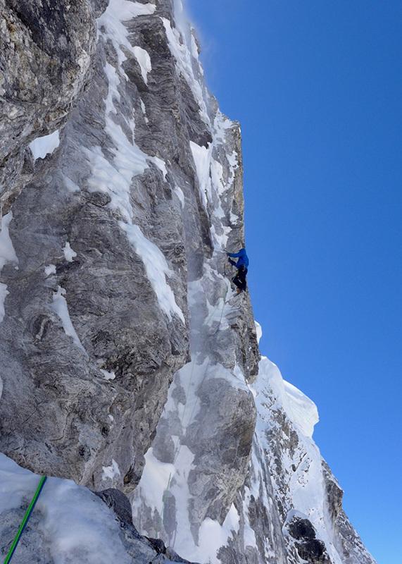 Mick Fowler trzeciego dnia wspinaczki w ścianie Gave Ding (fot. arch. Fowler & Ramsden)