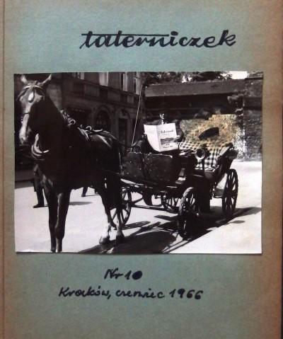 Dorożkarz Jan Kaczara czytający Taterniczka (fot. M. Bała)