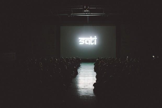 """Pokaz specjalny filmu """"Sati"""" - przejmujący zapis żałoby z niemal wszystkimi jej stadiami (fot. Adam Kokot / KFG)"""