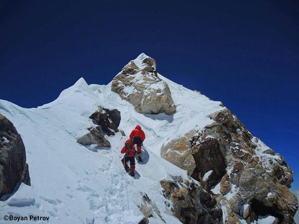 Wspinacze pod szczytem Makalu (fot. Boyan Petrov)