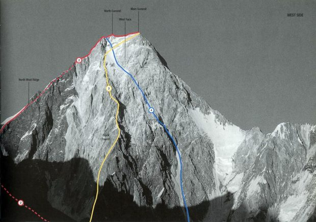 Gasherbrum IV z Lodowca Baltoro. czerwona linia: północno-zachodnia grań 1986, niebieska: droga Kurtyka-Schauer 1985