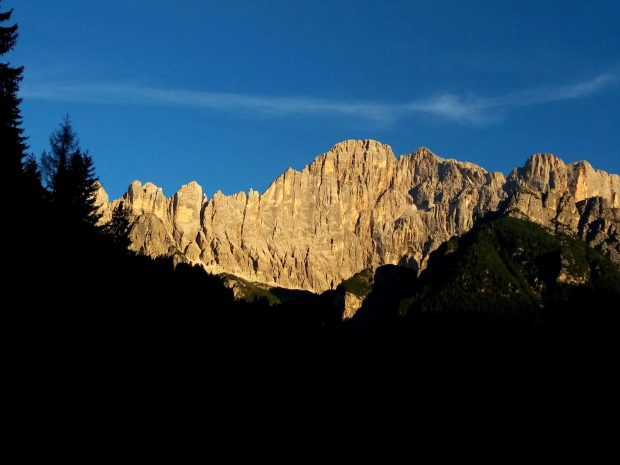 Monte Civetta, droga Brudny Harry biegnie środkiem ściany
