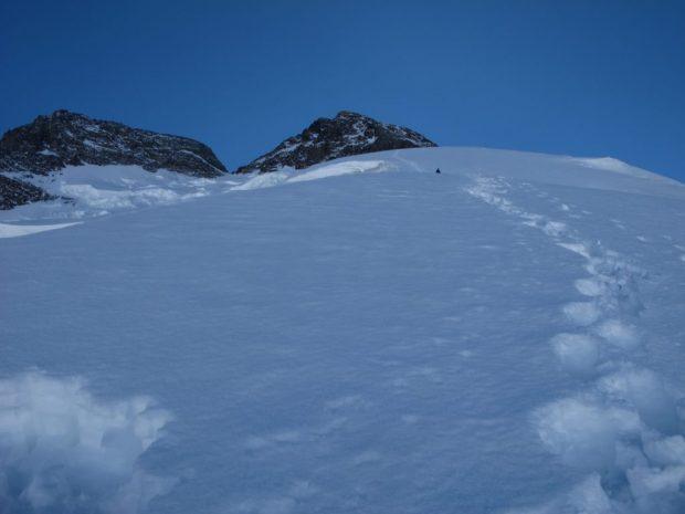 Ciężkie warunki pomiędzy obozem II a III na Broad Peak (fot. arch Oscar Cadiach)