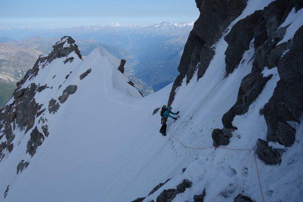 Grań Peuterey, czyli kontynuacja linii do wierzchołka Mont Blanc fot. (blog.arcteryx.com)