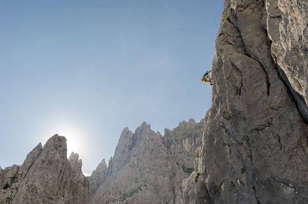 """Wspinaczka na Karlspitze - """"Wirtskante"""" 6+, szczyt sąsiadujący z Fleischbankiem (fot. wilderkasier info / TVB Wilder Kaiser)"""