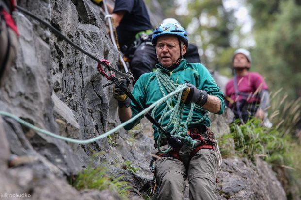 Miedzy prelekcjami można było wziąć udział w warsztatach via ferraty pod kierunkiem ratownika TOPR Adama Maraska (fot. Julita Chudko)