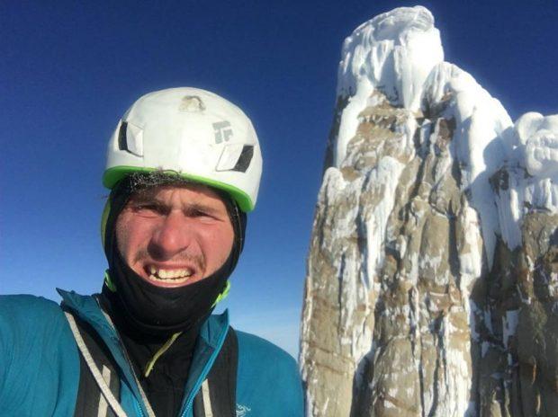 Marc-André na szczycie Torre Egger po 1. zimowym, solowym wejściu (fot. arch. Marc-André Leclerc)