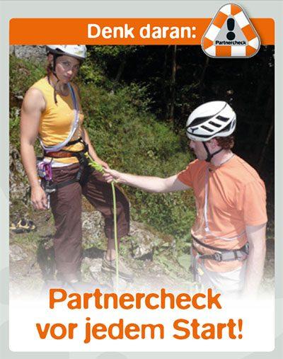 DAV promuje procedurę Partnercheck, w materiałach szkoleniowych pokazując ósemkę bez zabezpieczenia