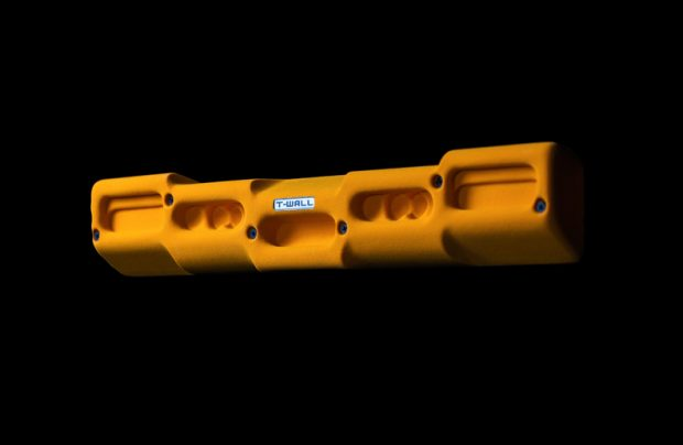 Crank został zaprojektowany jako dwustronna chwytotablica mająca wspomóc trening siły specjalnej palców - dla zaawansowanych i początkujących (fot. T-Wall)