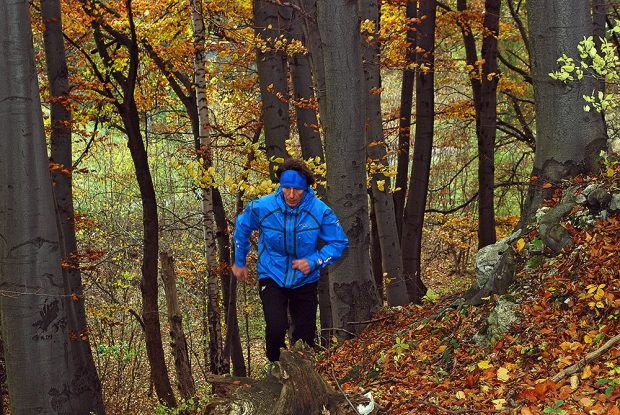 Jesienny marszo-bieg w kurtce OutDry Ex Platinium Tech Shell (fot. wspinanie.pl)