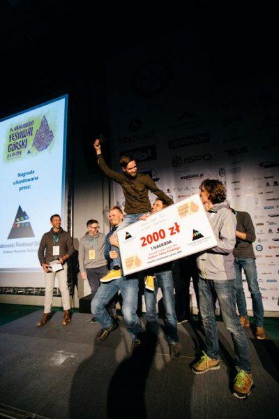 Wojtek Kozakiewicz cieszy się z wygranej w Konkursie Filmu Polskiego (fot. Adam Kokot / KFG)