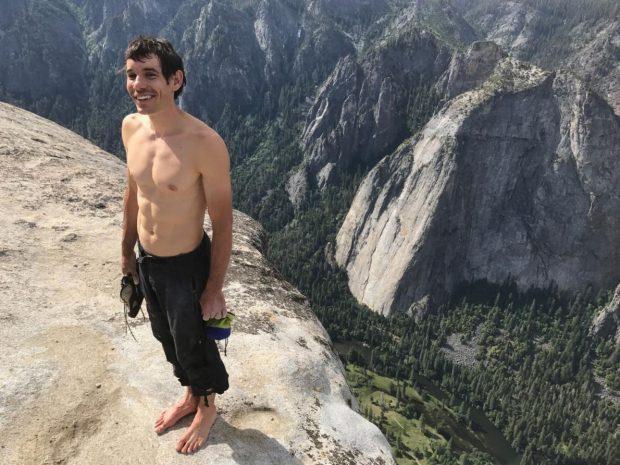 Alex Honnold na szczycie El Capitana po przejściu Freeridera