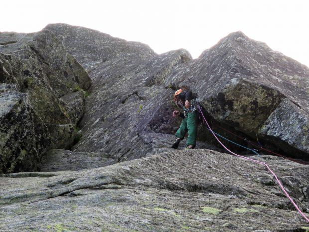 Bysiek prowadzi szeroką rysę na pierwszym wyciągu (fot. M. Tertelis)
