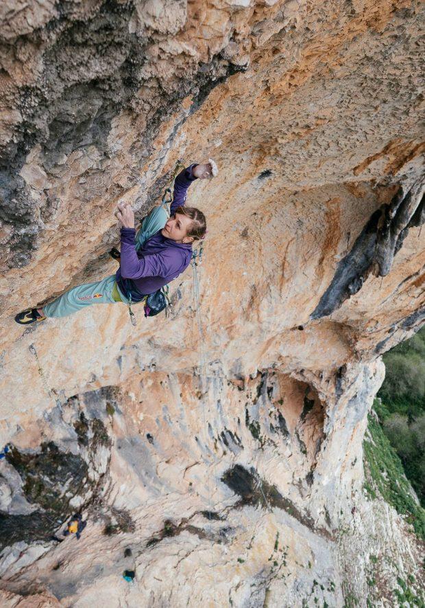 Angela Eiter na La Planta de Shiva 9b (fot. Redbull Contentpoo l/ E.Holzknecht)