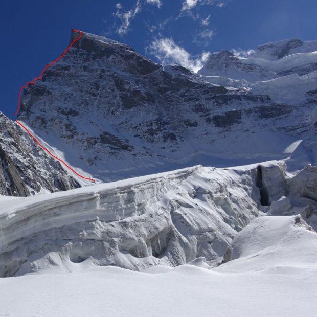 Rungofarka (6495 m) i linia drogi Amerykanów (fot. Tino Villanueva)