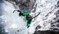 """Dominik Kubica na """"Oczy pełne lodu"""" WI4+/5, Dolina Białej Wody, Słowacja (fot. Adam Kokot)"""