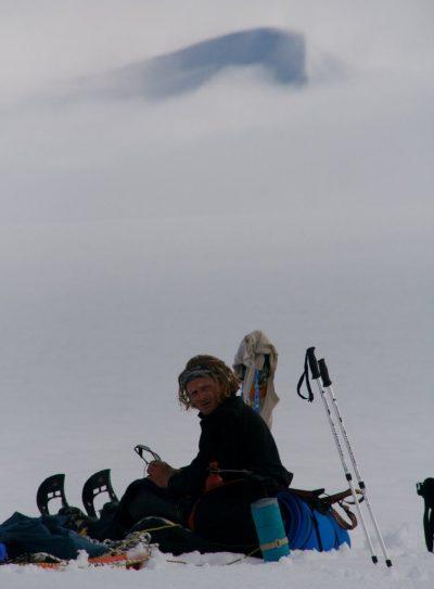 Tomek Mackiewicz podczas trawersu Mt Logan, 2008 (fot. Marek Klonowski)