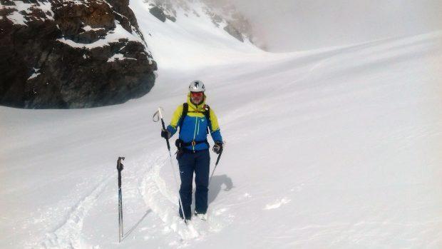 Bartek po zjeździe z Adlerpass (3789m) w Alpach Walijskich