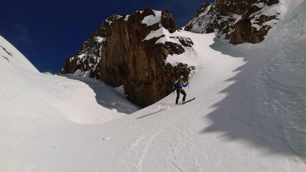 Zjazd z przełęczy Quelljoch w Otzalskich Alpach