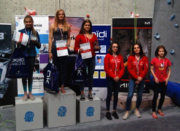 Podium Juniorek i uczestniczki rundy finałowej (fot. wspinanie.pl)