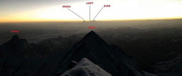 Widok ze szczytu Kanczendzogi, zdjęcie z FB Chrisa Burke