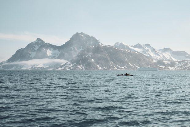 Kajakiem przez fiordy (fot. Frank Kretschmann)