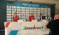 Konferencja prasowa mistrzyń. Od lewej: Ania Brożek, Ola Rudzińska i Maria Krasawina. Innsbruck, 14.09.2018 (fot. wspinanie.pl)