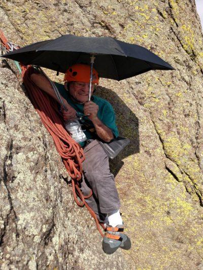 91-letni Bill Weber podczas wspinaczki na Devils Tover (fot. arch. Bill Weber)