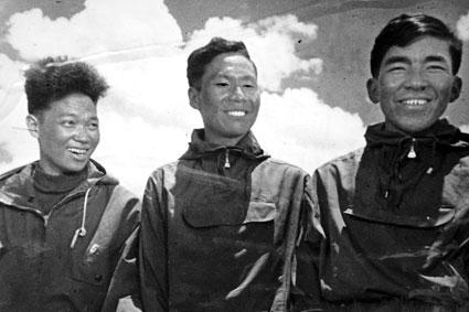 Qu Yinhua, Wang Fuzhou oraz Gonpo, pierwsi zdobywcy Mount Everestu od północy, 1960 rok (fot. news.sohu.com)