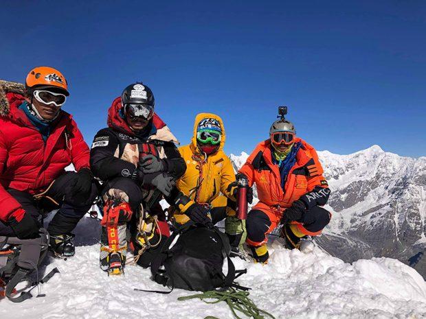 """Grupa ratowników w obozie trzecim: Nirmal """"Nims"""" Purja, Mingma David Sherpa, Galgen Sherpa i Gesman Tamang (fot. Seven Summit Treks Pvt. Ltd.)"""