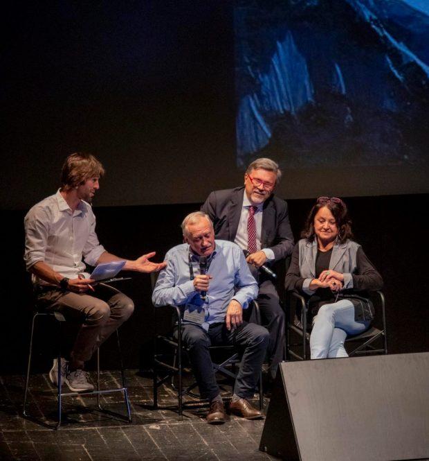 Wieczór poświęcony Jerzemu Kukuczce. Od lewej: Hervé Barmasse, Krzysztof Wielicki, Luca Calvi i Celina Kukuczka (fot. trentofestival.it)