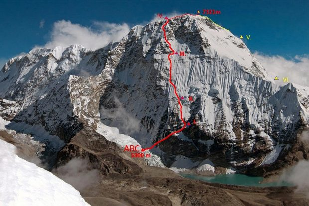 "Linia drogi ""UFOline"" na północno-zachodniej ścianie Chamlang (7319 m), Marek Holeček and Zděnek Hák, 17-23.04.2019 (fot. hudy.cz)"