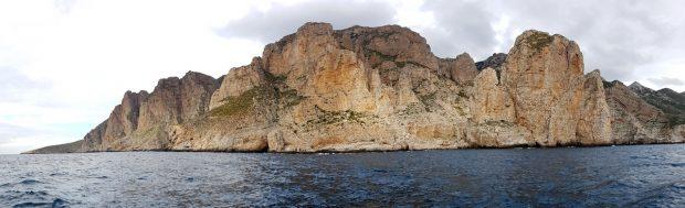Panorama klifów Marettimo (fot. Filip Babicz)