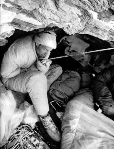 Jörg Lehne w lodowej grocie (© German Climbing Team)