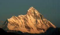 Nanda Devi od zachodu (fot. Michael Scalet / Wikimedia)