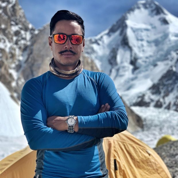 """Nirmal Purja (fot. Nirmal Purja MBE: """"Project Possible - 14/7"""")"""