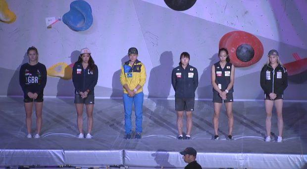 Finalistki Mistrzostw Świata w boulderingu tuż przed decydującym starciem, od prawej: Janja Garnbret, Akiyo Noguchi, Nanako Kura, Eugenia Kazbekowa, Miho Nonaka, Shauna Coxsey.