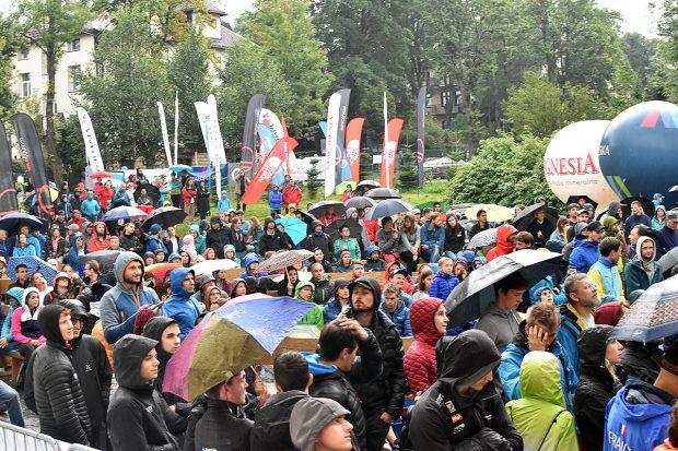Zakopane jest stolicą kapryśnej pogody, publiczność ME 2019 (fot. Piotr Turkot/wspinanie.pl)