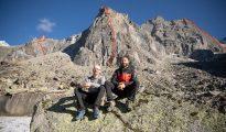 Iker i Eneko Pou pod swoimi skalnymi dziełami (fot. arch. wyprawy)