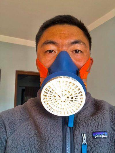 Mingma Gyalje Sherpa w specjalnej masce (fot. FB Mingma)