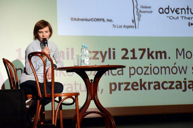 Patrycja Bereznowska podczas prelekcji o biegu ultra Badwater