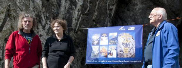Spotkanie Wegantów w Rzędkowicach, rok 2017. Od lewej stoją Jan Pisarek, Małgorzata Kiełkowska, Jan Kiełkowski (fot. Danuta Piotrowska)
