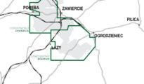 Mapa prezentująca obszary trzech koncesji dotyczących surowców mineralnych (zaznaczone na zielono), obejmujących Projekt Olza i zasoby historyczne, wyznaczone przez polskie instytucje państwowe (obszary zacieniowane na szaro), a także gminy i infrastrukturę transportową (drogi - linia szara; kolej - linia przerywana).