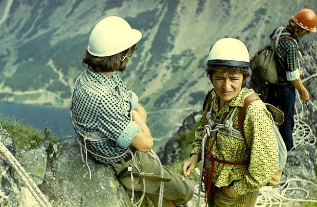Halina Krüger-Syrokomska w Tatrach z kursantami w czasie kursu wspinaczkowego, lata 70-te XX w., fot. z archiwum Haliny Krüger-Syrokomskiej