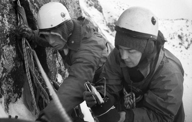 Wanda Rutkiewicz w Tatrach 1972–1973 z Janem Holnickim-Szulcem – wspinaczka na Kazalnicę, fot. Stefania Egierszdorff, archiwum Muzeum Sportu i Turystyki w Warszawie