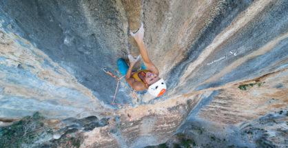 "Ola Taistra na ""Amico fragile"" 8b (fot. Read Macadam / Explore Climbing)"
