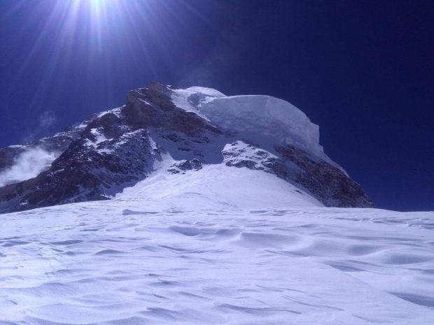 Widok na drogę na K@ powyżej obozu 4 (fot, Mingma Galje Sherpa)