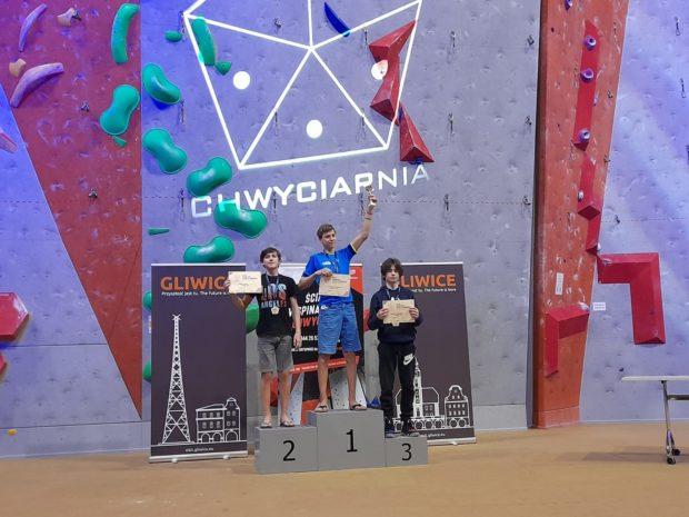 Juniorzy młodsi, prowadzenie: 1. Szymon Dąbrowski, 2. Tomasz Dudek, 3. Kacper Jędryka