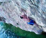 Filip Babicz w stylu DWS - Acquasolo, droga 8a na klifie Capo Noli