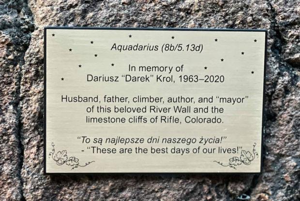 Tablica upamiętniająca Darka Króla umieszczona w River Wall (Colorado)